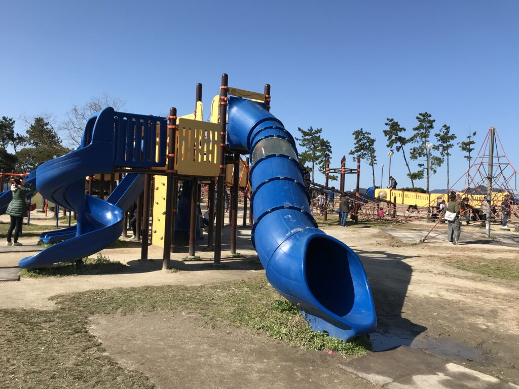 福岡市西区の子供の遊び場小戸公園の遊具画像