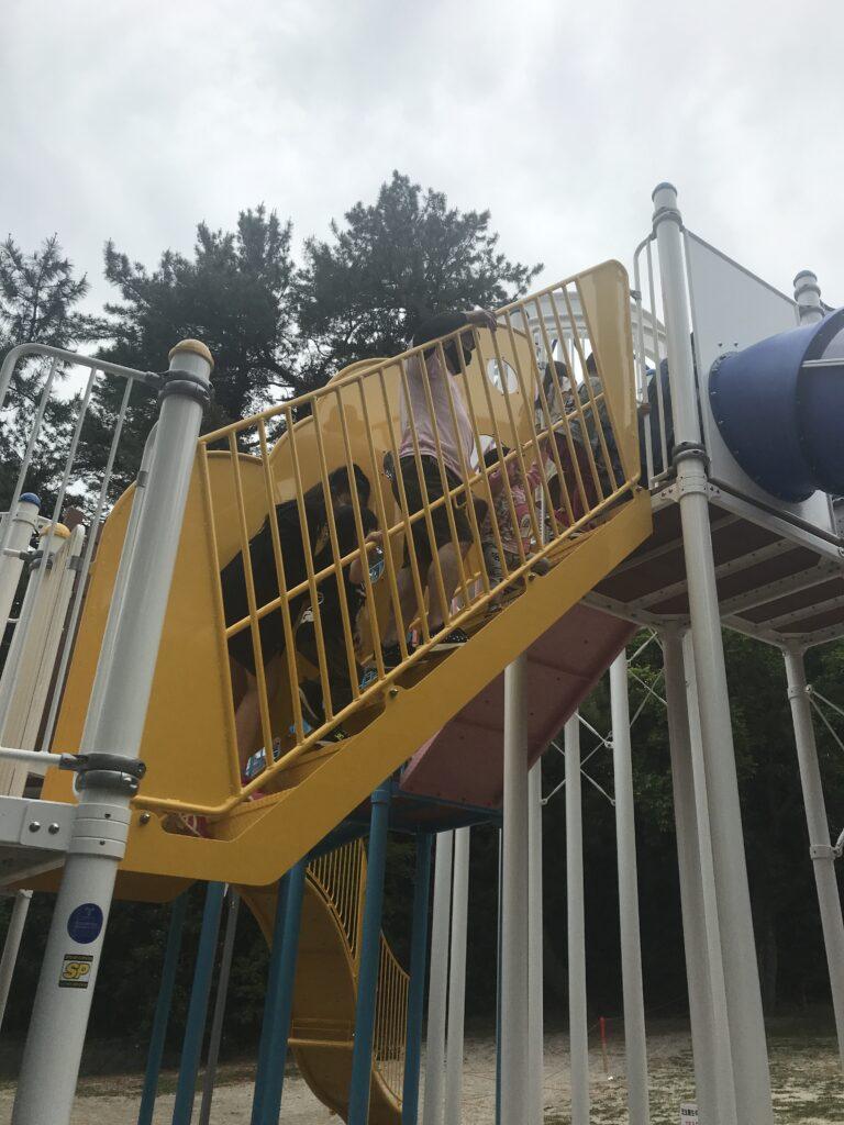 小戸公園の新しい遊具の画像